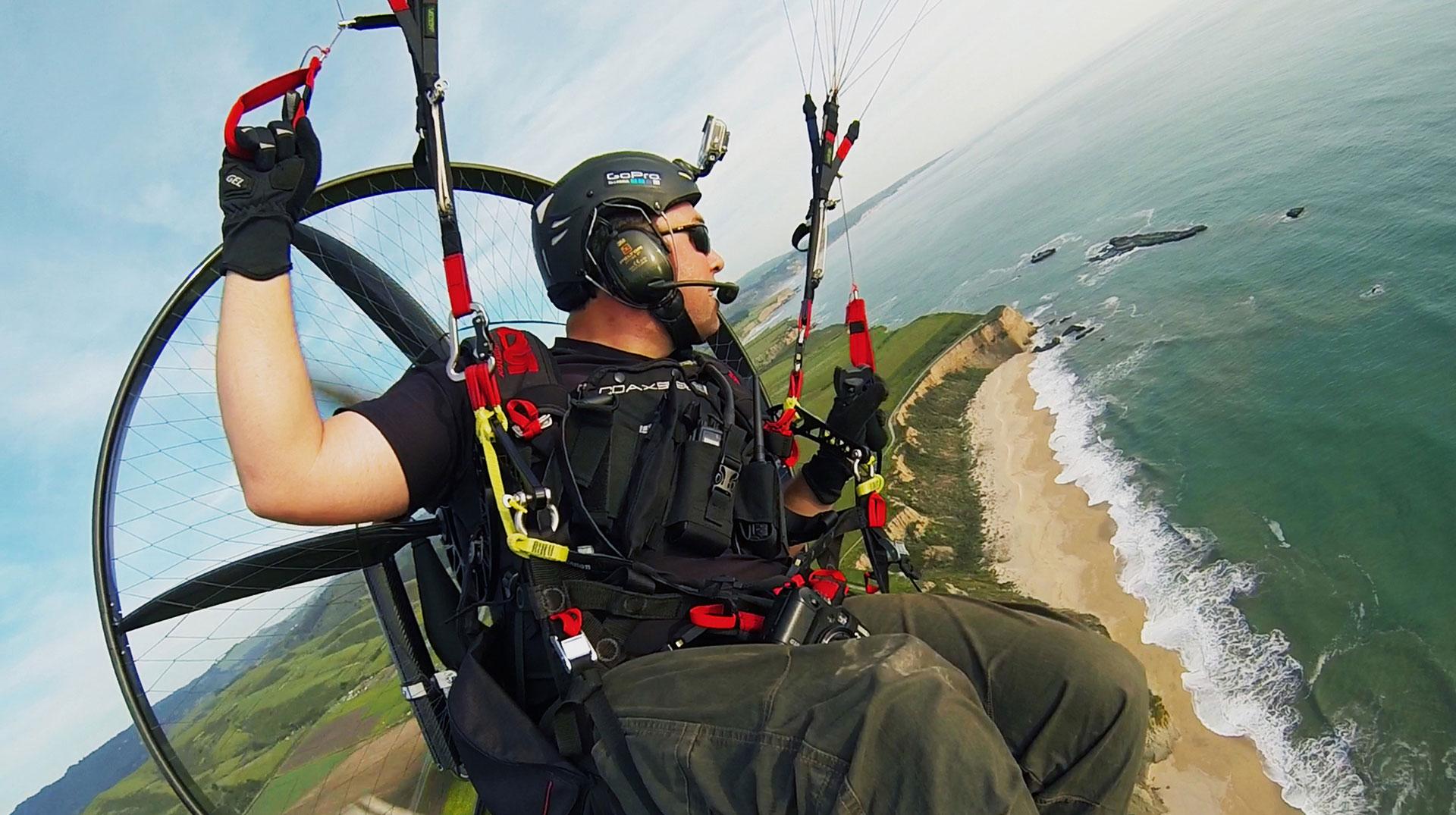 Scout-carbon-paramotor-flight-above-sea-sunny-beach-blue-sky-california_1920-web