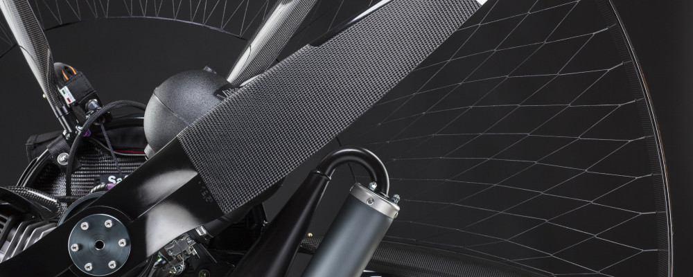scout-carbon-paramotor-detail-closeup-netting-propeller-spars-lowkey-studion-rear-view-1000x400